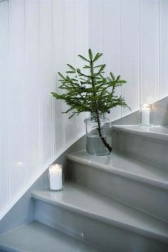 Photo: Hus&Hem White Christmas home from Hus&Hem , located in Jonsered in Sweden. Merry Christmas everyone! Noel Christmas, Little Christmas, Winter Christmas, Minimal Christmas, Natural Christmas, Christmas Stairs, Modern Christmas, Christmas Table Settings, Christmas Decorations To Make