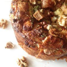 Hartige taart: geitenkaas, noten, vijgen, honing, rozemarijn