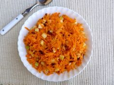WEIGHT WATCHERS 5 INGREDIENT 15 MINUTE CARROT SLAW. Simple. Healthy. Delicious. 115 calories + 3 Weight Watchers Points Plus. http://simple-nourished-living.com/2013/07/easy-carrot-apple-slaw-recipe/