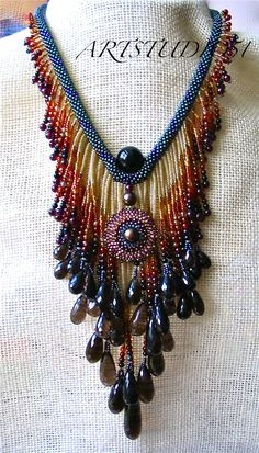 beaded necklace - I was just thinking about adding fringe to a bead crochet rope when this turned up!                                                                                                                                                      Más