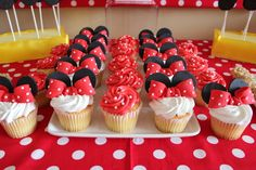 Cupcakes at a Minnie Mouse Party #minniemouse #cupcakes