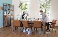 Trendhopper ● Industrieel tafelen met leer, hout en staal. #eetkamerstoel #eettafel #wandkast