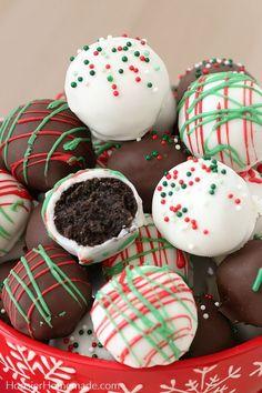 christmas snacks Oreo Balls for Chris - weihnachten Best Christmas Desserts, Easy Christmas Treats, Christmas Desserts Easy, Christmas Party Food, Christmas Cooking, Holiday Treats, Christmas Christmas, Christmas Squares, Christmas Cake Pops