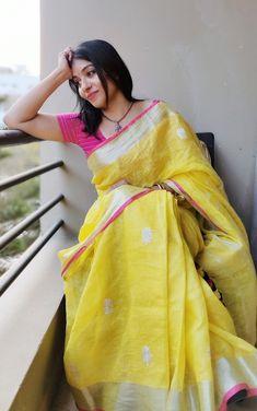 Ram bimla textiles are manufacturers of all types of linen saree's from last 30 years. Simple Sarees, Trendy Sarees, Stylish Sarees, Fancy Sarees, Indische Sarees, Cotton Saree Designs, Saree Jewellery, Casual Saree, Formal Saree