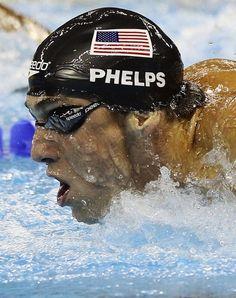 Michael Phelps, good swimmer. Michael Phelps, buen nadador. Él ganó muchas medallas en las olimpiadas de londres 2012 y fue el récord de medallas en las olimpiadas.