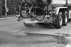 Der Winter kommt ... irgendwann bestimmt. Jeremias Schulthess: Sole soll Basels Strassen rutschsicher machen. - Tageswoche.ch #Basel Basel, Antique Cars, Antiques, One Day, Weather, City, Vintage Cars, Antiquities, Antique