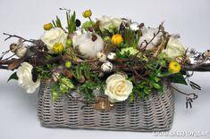 Pasen – Floral Blog | Bloemen, Workshops en Arrangementen | www.bissfloral.nl Flower Decorations, Table Decorations, Rustic Gardens, Ranunculus, Spring Flowers, Grapevine Wreath, Floral Arrangements, Christmas Wreaths, Centerpieces