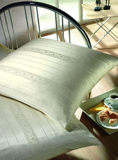 silk-bedware-cellini-design-seidenbettwaesche-040 #Silk pillow case, bedsheet and duvet cover made in Germany by #Cellini Design. Custom sizes possible. #Seidenbettwäsche aus reiner #Seide von #Spinnhütte Cellini Design aus Deutschland.