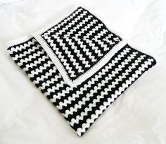 Crochet baby blanket via bed time blues on Etsy | black + white graphic baby diaper bag accessories + gear #thediaperbagdiaries #march #ebags