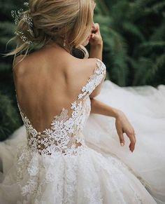 Quando você morre de amores por um vestido  Tô dizeeeendo que a saia de tule super romântica voltou com tudo! Podem apostar nesse tipo de…