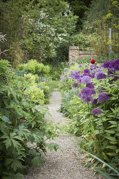 Garden Visit: Sarah Raven's Perch Hill: Gardenista. Look at those alliums!