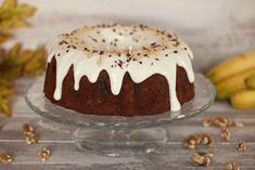 Bundt Cake de Plátano, Nueces y Chocolate con Glaseado de Queso! En esta receta vamos a preparar un riquísimo Bundt Cake de Plátano, Nueces y Chocolate. Es un bizcocho muy tierno y jugoso. Y lo decoraremos con un glaseado de queso que le va a dar un sabor muy especial. Es muy fácil de hacer y está riquísimo.