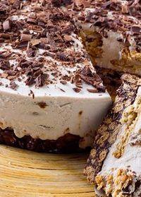 Semifrio de chocolate com base de salame de chocolate Sweet Recipes, Cake Recipes, Snack Recipes, Dessert Recipes, Food Cakes, Cupcake Cakes, Dessert Party, Desserts To Make, Food To Make