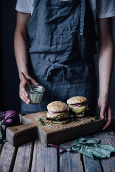 Delcious gluten-free and vegetarian burger recipe with homemade gluten-free burger buns, grilled cheese and a kohlrabi-garlic patty. Special Bread Recipe, Burger Buns, Burger Meat, Burger Recipes, Savoury Recipes, Casserole Recipes, Food Inspiration, Food Photography, Sandwiches