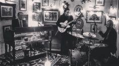 Quinta 21h #hammondgrooves #organtrio @ @bistrosruella #pinheiros #jazz #gastronomia #música #jazztrio #organtrio #souljazz #jazzorgan #organjazz #music #hammond #leslie #guitarra #bateria #hammondb3 #guitar #drums #hammondorgan #restaurant #restaurante #bistro #ruella @ruella_dinner_jam #jazzgourmet #noite @spdagaroa #pictures #quadros