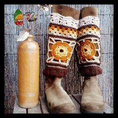 no pattern, inspiration only, 10 color variations, legwarmers Crochet Boot Cuffs, Crochet Boots, Crochet Mittens, Crochet Gloves, Knit Crochet, Knitted Flowers, Knitting Accessories, Leg Warmers, Christmas Stockings