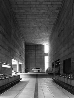 【用-reading】Le Corbusier, Cemal Emden · Couvent Sainte-Marie de la Tourette Concrete Architecture, Sacred Architecture, Interior Architecture, Interior And Exterior, Church Interior, Le Corbusier, Architecture Religieuse, Modernisme, Sainte Marie