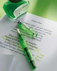 The Writing Desk: Pelikan M205 Duo highlighter fountain pen Shiny Green. Free UK delivery on all pens.