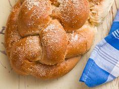 Co prawda ciasto drożdżowe wymaga cierpliwości i nie lubi pośpiechu, ale wcale nie tak trudno je przygotować. O czym należy pamiętać? French Toast, Bread, Ale, Breakfast, Food, Meal, Brot, Eten, Breads