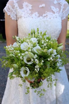 gorgeous green and white bouquet!