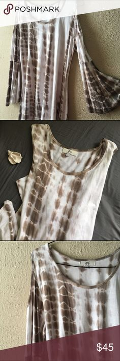 Open Shoulder Tye Dye Tunic This Tunic is absolutely amazing. Light gray tie dye//open shoulder cut outs//bohemian bell sleeves//scoop neck//generous length//95% Rayon; 5% Spandex//light weight and perfect for spring//this has never been worn Gaya Tops