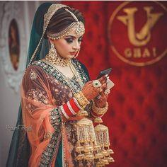 Light and glamorous makeup ideas for a perfect bridal look! Light and glamorous makeup ideas for a perfect bridal look! Indian Bridal Outfits, Indian Bridal Makeup, Indian Bridal Wear, Pakistani Bridal, Bridal Lehenga, Wedding Outfits, Bridal Mask, Wedding Dress, Wedding Hijab