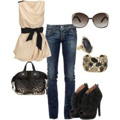 Cute belt. Throw in a brown open cardigan and some flats instead of the heels and this looks like an adorable outfit. I really just like the shirt, sunglasses, and accessories.