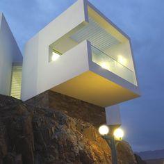 Contemporary Property, Lima et oui je pense vous avez la vue sur la mer wertor: http://www.plombier-paris-artisan.fr/