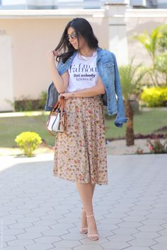 Look: Saia Midi + Camiseta I'm Famous but nobody knows it Modest Dresses, Modest Outfits, Skirt Outfits, Dress Skirt, Summer Outfits, Casual Outfits, Cute Outfits, Muslim Fashion, Modest Fashion