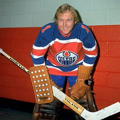 Legends of Hockey -- NHL Player Search -- Player Gallery -- Ken Brown Hockey Pictures, Sports Pictures, Women's Hockey, Hockey Stuff, Goalie Mask, Stanley Cup Champions, Nhl Players, Edmonton Oilers, National Hockey League