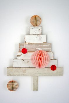 DIY wood recycled christmas tree ✭ upcycling craft ✭ via wood & wool