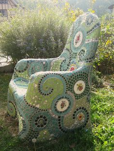 ultimate yard art - if given an infinite amount of time, I think I could totally do this! I love to mosaic!