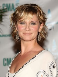 Jennifer Nettles of Sugarland! Love the colors in her hair!