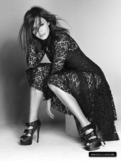 Emily Blunt - lace dress
