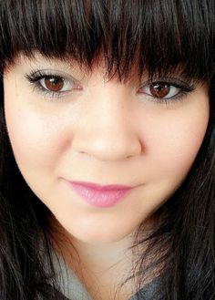 REVIEW: Studio Gear Holiday Smokey Eye Palette #holidaymakeup #smokeyeye #review #makeup  - bellashoot.com  #beautybuys #gifts #holidaygift