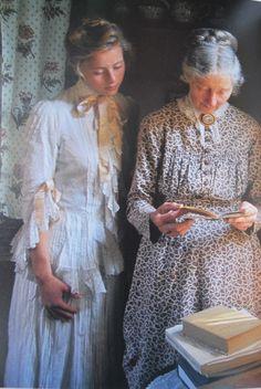 Tasha_Tudor_old_clothes