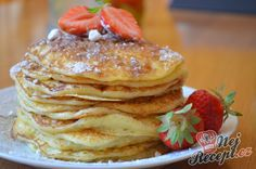 Recept Klasické kynuté lívance s jahodami Easy Cooking, Pancakes, Food And Drink, Treats, Baking, Breakfast, Recipes, Food Treat, Cupcake