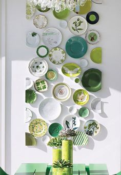 """The Great Wall of China :: """"Plate-scaping"""" via Interior Design Magazine.love the way this vertical display elongates the wall. Interior Design Magazine, Design Interior, Home Interior, Interior Decorating, Decorating Ideas, Color Interior, Decor Ideas, Kitchen Interior, Interior Architecture"""