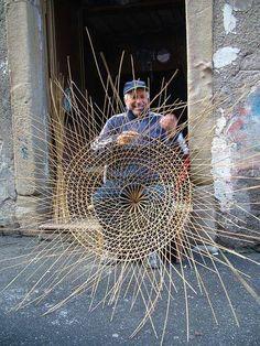 pescatore che ripara la nassa. Sicilian Fisherman