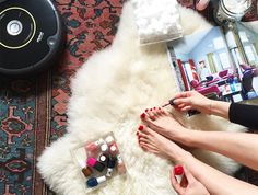 #NewYearNewYou means being able vacuum the entire house while giving yourself a pedicure while flipping through magazines all at once! Starting 2016 with a clean house & clear mind is easy with the ultimate Decluterring Kit from @ebay.#Live2016  http://ebay.to/1W4oR1t