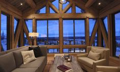 Timberframe sikrer utsikten Winter Cabin, Cabin Interiors, Log Homes, Cottage, Exterior, Windows, Patio, Curtains, Wall