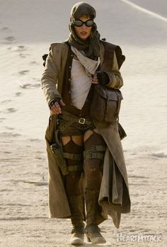 Milla Jovovich, Resident Evil, showing off the post-apocalyptic Steampunkesque fashion. (viapicapixels,09120901_Resident_Evil_Afterlife_00.jpg)