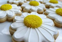 Add texture to iced cookies Flower Sugar Cookies, Sugar Cookie Icing, Iced Sugar Cookies, Royal Icing Cookies, Summer Cookies, Fancy Cookies, Easter Cookies, Cupcakes, Cupcake Cookies