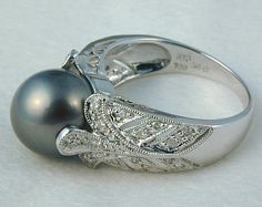 Ugh I love this pearl ring so much with the delicate silver-work!