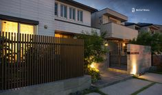 モダンな門周り Tatami Mat, Traditional Japanese House, Shoji Screen, Garage Doors, Exterior, Mansions, House Styles, Outdoor Decor, Home Decor