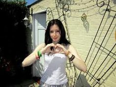 Amy Lee and her signature heart pose! She's so pretty <3