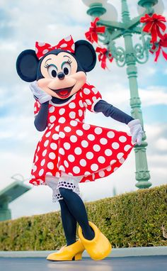"""Don't I look lovely today?"""" say Minnie. She is so sweet and takes a moment to strike a pose Mickey Mouse Wallpaper Iphone, Cute Disney Wallpaper, Pluto Disney, Disney Fun, Disney Parks, Minnie Mouse Pictures, Disney Pictures, Mickey Mouse And Friends, Mickey Minnie Mouse"""