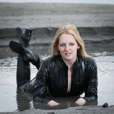 Mudding Girls, Wade In The Water, Latex Costumes, Leder Outfits, Military Girl, Christen, Rain Wear, Catsuit, Fit Women