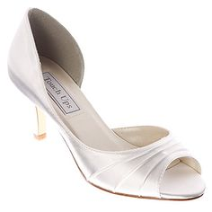 Read this wise guide to formal wear accessories like shoes and jewelry to add more dazzle to your dazzling dress. Satin Shoes, Up Shoes, Shoe Boots, Dress Shoes, Sparkly Wedding Shoes, Wide Width Shoes, Bridesmaid Shoes, Evening Shoes, Shoes Online