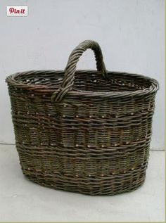 Oval basket with English rib randing as a siding weave and a central handle. Willow Weaving, Basket Weaving, Bountiful Baskets, Nantucket Baskets, Basket Crafts, Vintage Baskets, Market Baskets, Paper Basket, Storage Baskets